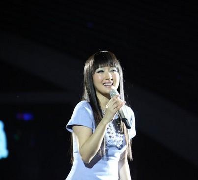 20121231湖南卫视2013跨年晚会: 杨钰莹串烧联唱