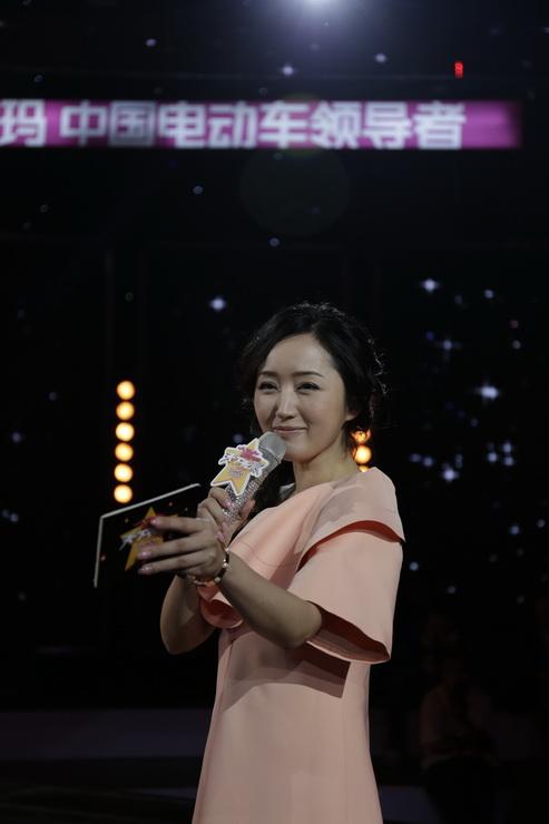 杨钰莹主持天津卫视《天下无双》
